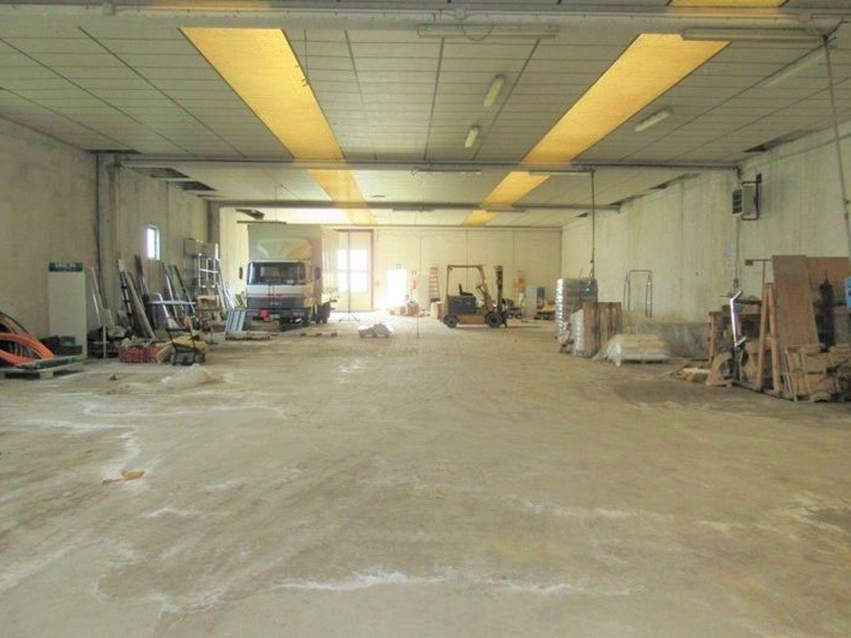 Immagine n. 11 - #7455 Capannone con laboratori artigianali ed area esterna