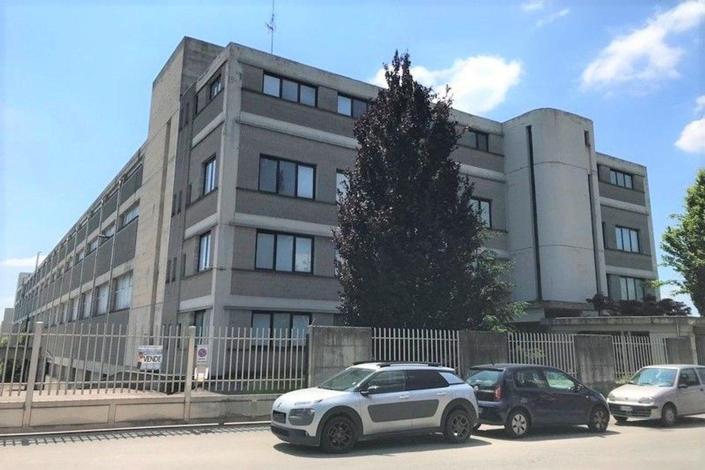 #7507 Opificio su più livelli con uffici e alloggio