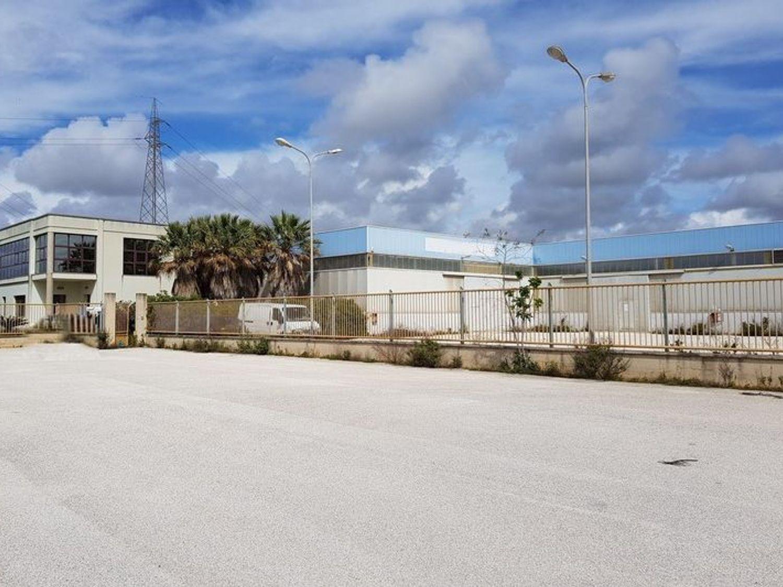 #7518 Opificio industriale con uffici ed alloggio custode