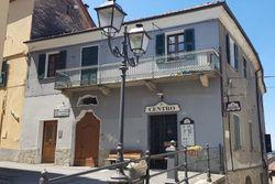 Bar con servizi e appartamenti sovrastanti