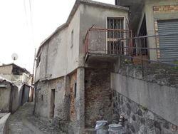 A collapsed building of    square meters - Lot 7557 (Auction 7557)