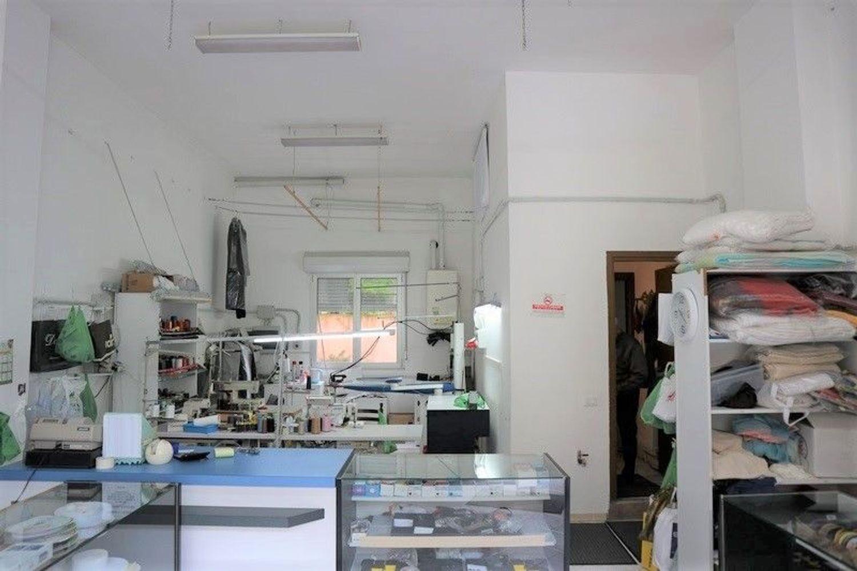 Immagine n. 2 - #7603 Negozio con vetrina (sub 27) in centro storico