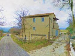 Villa con piscina e terreni agricoli di 5.058 mq