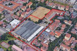 Complesso commerciale con porzione di terreno edificabile