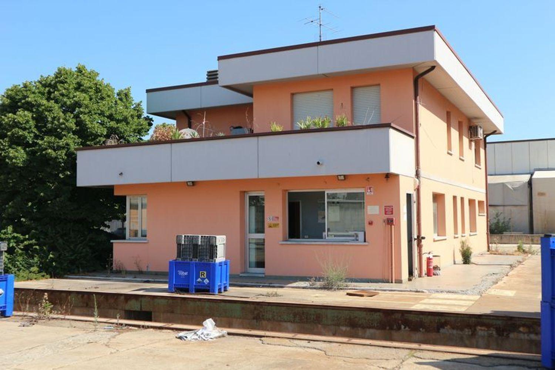 Immagine n. 2 - #7775 Capannone con palazzina uffici e piazzale
