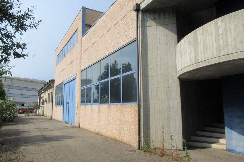 Immagine n. 1 - #7803 Capannone con laboratori, magazzini e uffici