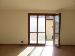 Appartamento al piano primo con garage e posto auto (sub 10)