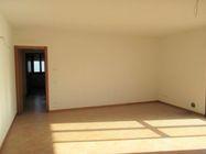 Immagine n2 - Appartamento al piano primo con garage e posto auto (sub 10) - Asta 7835