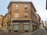 Immagine n0 - Porzione di palazzina con negozio e due uffici - Asta 7843