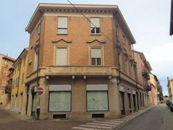 Portion of building with shop and two offices - Lot 7843 (Auction 7843)