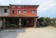 Immagine n0 - Edificio con ristorante, abitazione e cortile - Asta 7861