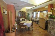 Immagine n1 - Edificio con ristorante, abitazione e cortile - Asta 7861