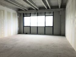 Unfinished office with parking space - Lot 7873 (Auction 7873)