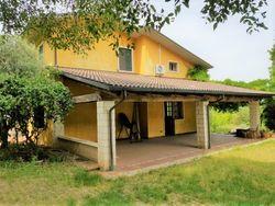 Villa indipendente con giardino esclusivo