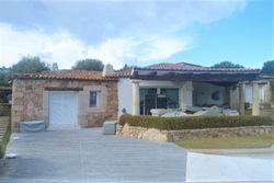 Villa arredata e piscina con vista mare