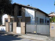 Immagine n0 - Casa indipendente con giardino e garage - Asta 803
