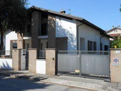 Casa indipendente con giardino e garage - Lotto 803 (Asta 803)