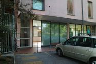 Immagine n0 - Shop (sub 15) with warehouse - Asta 805