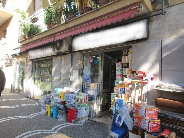 #8117 Negozio in zona Colli Aminei