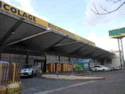 Commercial shed of  ,    square meters with parking lots - Lote 8120 (Subasta 8120)