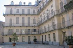 Appartamento con garage in palazzo storico