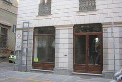 Negozio con magazzino e garage in palazzo storico