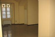 Immagine n2 - Negozio con magazzini in palazzo storico - Asta 8125