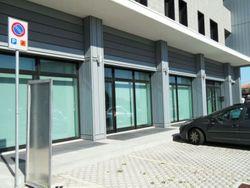 Locali per istituto di credito e posti auto - Lotto 830 (Asta 830)