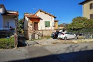 Immagine n0 - Appartamento con terreno - Asta 8335
