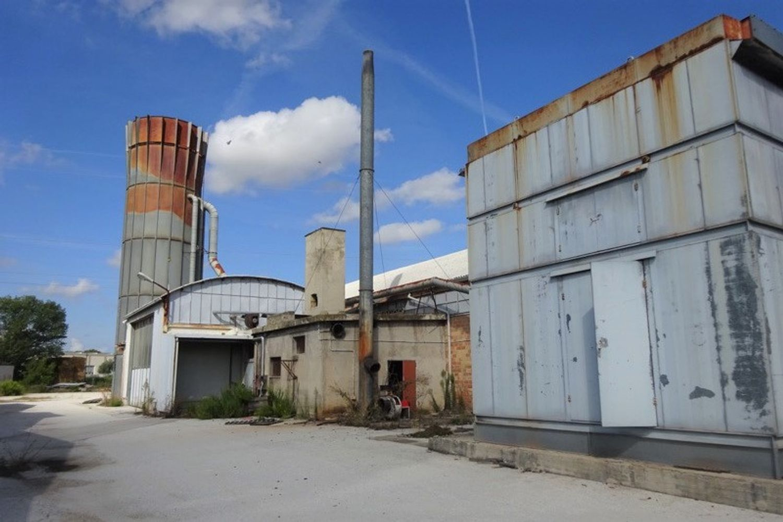 Immagine n. 1 - #8392 Complesso industriale in zona produttiva