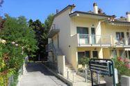 Immagine n0 - Appartamento con parcheggi e cantine - Asta 8423