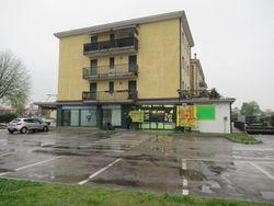 Porzione di negozio con garage in complesso polifunzionale - Lotto 8554 (Asta 8554)