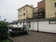 Immagine n2 - Porzione di negozio con garage in complesso polifunzionale - Asta 8554