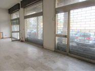 Immagine n2 - Negozio al piano terra in complesso commerciale - Asta 8562