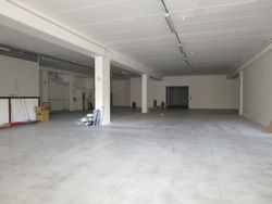 Commercial warehouse of     square meters - Lot 8624 (Auction 8624)