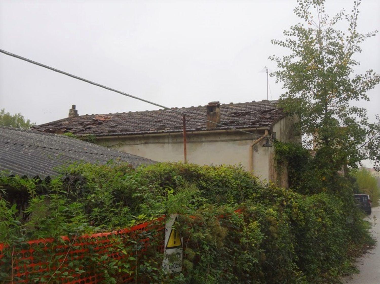 #8637 Magazzini con abitazione collabenti in vendita - foto 2
