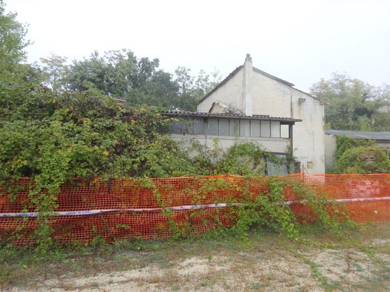 #8637 Magazzini con abitazione collabenti in vendita - foto 6