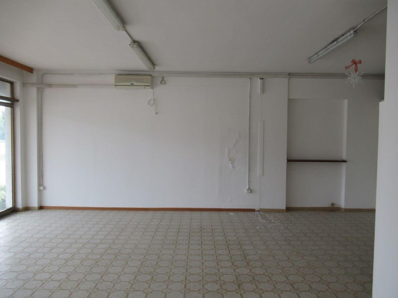 Immagine n. 4 - #8645 Negozio al piano terra con cantina