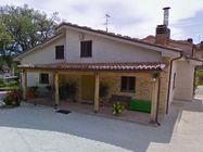 Immagine n0 - Edificio bifamiliare con garage e fienile - Asta 874