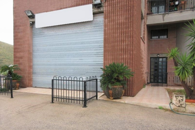 #8780 Locale commerciale con area di manovra in vendita - foto 2