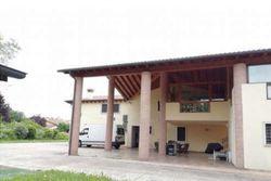 Villa signorile con annessi agricoli e terreno - Lotto 8805 (Asta 8805)