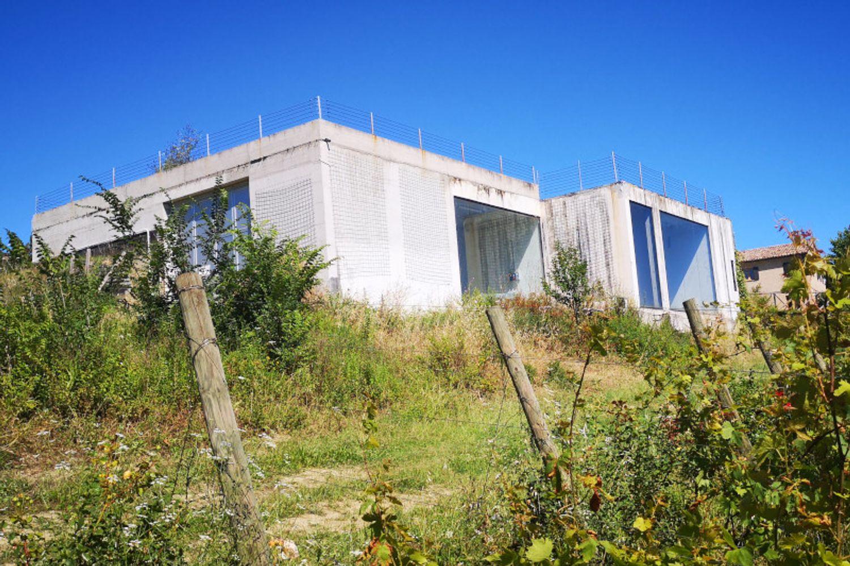 #8861 Fabbricato rurale con terreno a vigneto