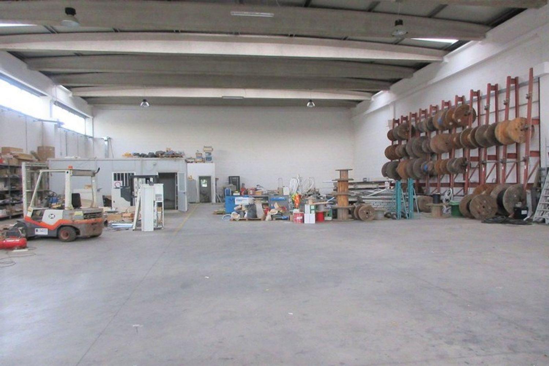 #8882 Porzione di capannone con box prefabbricato in vendita - foto 4