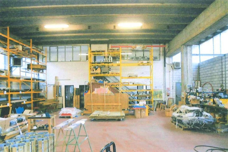 Immagine n. 2 - #8908 Porzione di capannone con corte (sub 2-7)