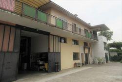 Edificio polifunzionale con cortile e piscina - Lotto 8910 (Asta 8910)