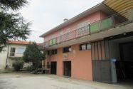 Immagine n0 - Edificio polifunzionale con cortile e garage - Asta 8911