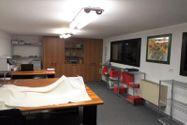Immagine n1 - Edificio polifunzionale con cortile e garage - Asta 8911
