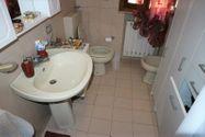 Immagine n5 - Quota 2/3 di appartamento con soffitta grezza - Asta 8950