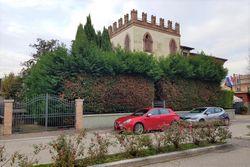 Edificio abitativo con ufficio e garage