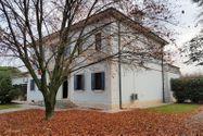 Immagine n0 - Villetta con giardino e autorimessa - Asta 9018